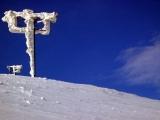 Опоры в снегу