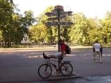 Перед парком в Кронштадте стоит вот такой вот указатель расстояний